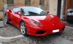 Finti poveri, aveva una Ferrari ma dichiarava 900 euro al mese
