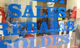Saldi e truffe: trova il vestito acquistato in boutique in un ingrosso cinese