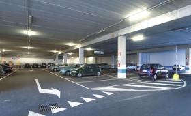 Furti nei parcheggi dei centri commerciali, nuova tecnica per rubare