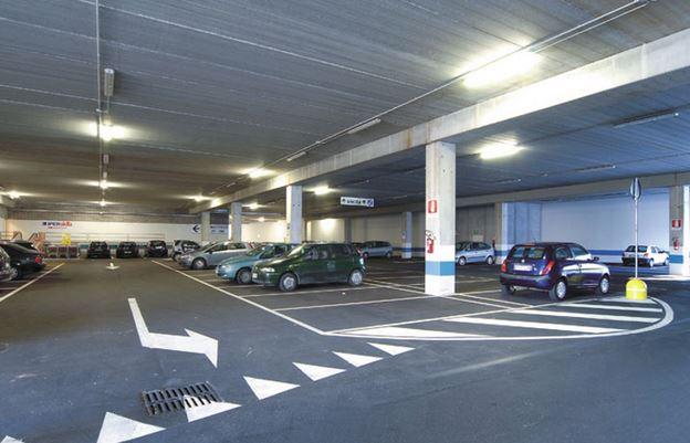 furti nei parcheggi dei centri commerciali