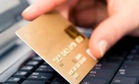 Truffa delle carte di credito clonate: 5 truffatori arrestati a Ischia