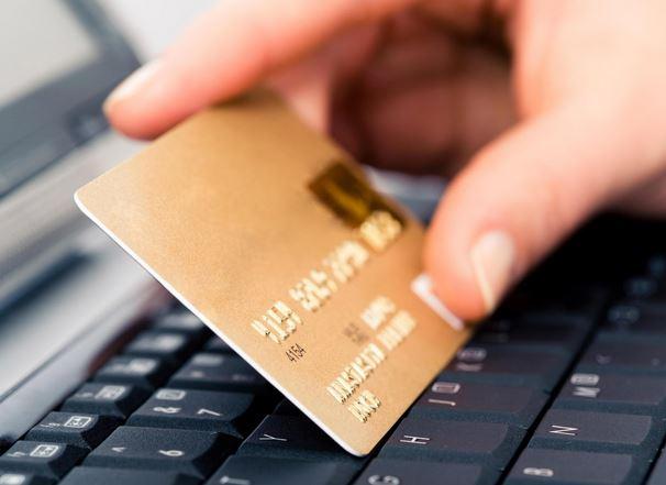 Truffa delle carte di credito clonate 5 truffatori arrestati a Ischia