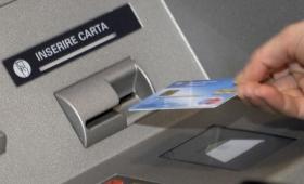 La nuova truffa del Bancomat, ecco come rubano la carta agli sportelli